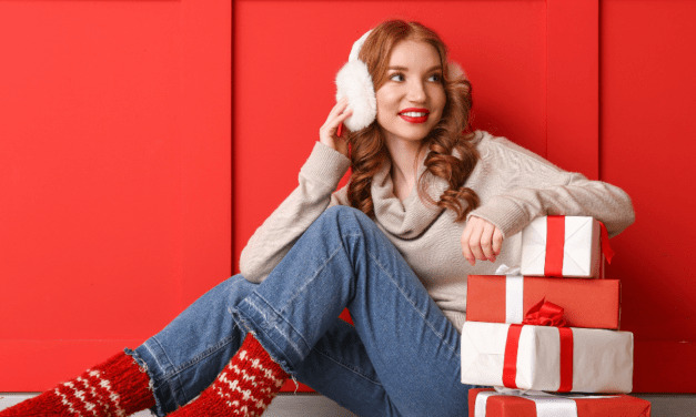 How to Buy Cheap Christmas Gifts and Save Money